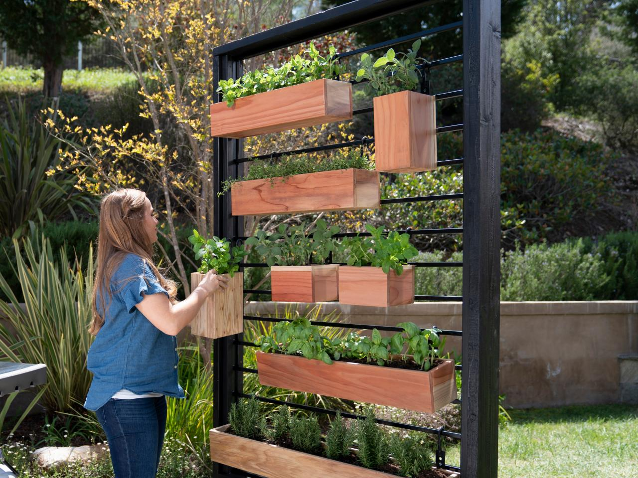 20 How To Build Your Own Vertical Garden With A Pallet