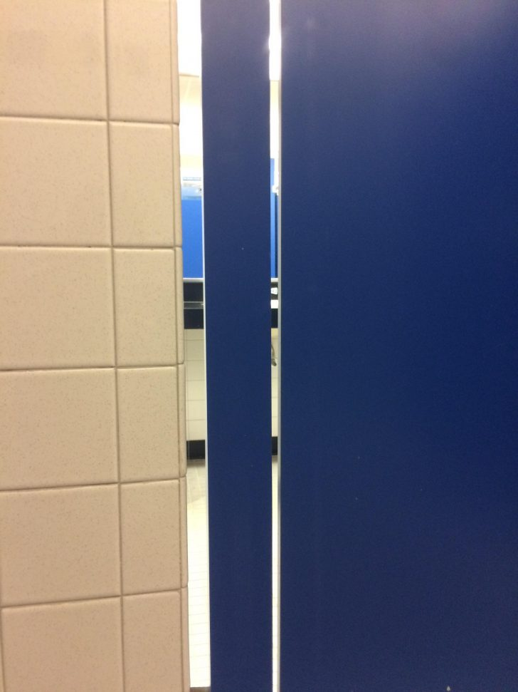 This Gap In This Bathroom Stall Mildlyinfuriating For